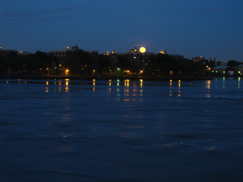 supermoon rising behind Roosevelt Island in NYC
